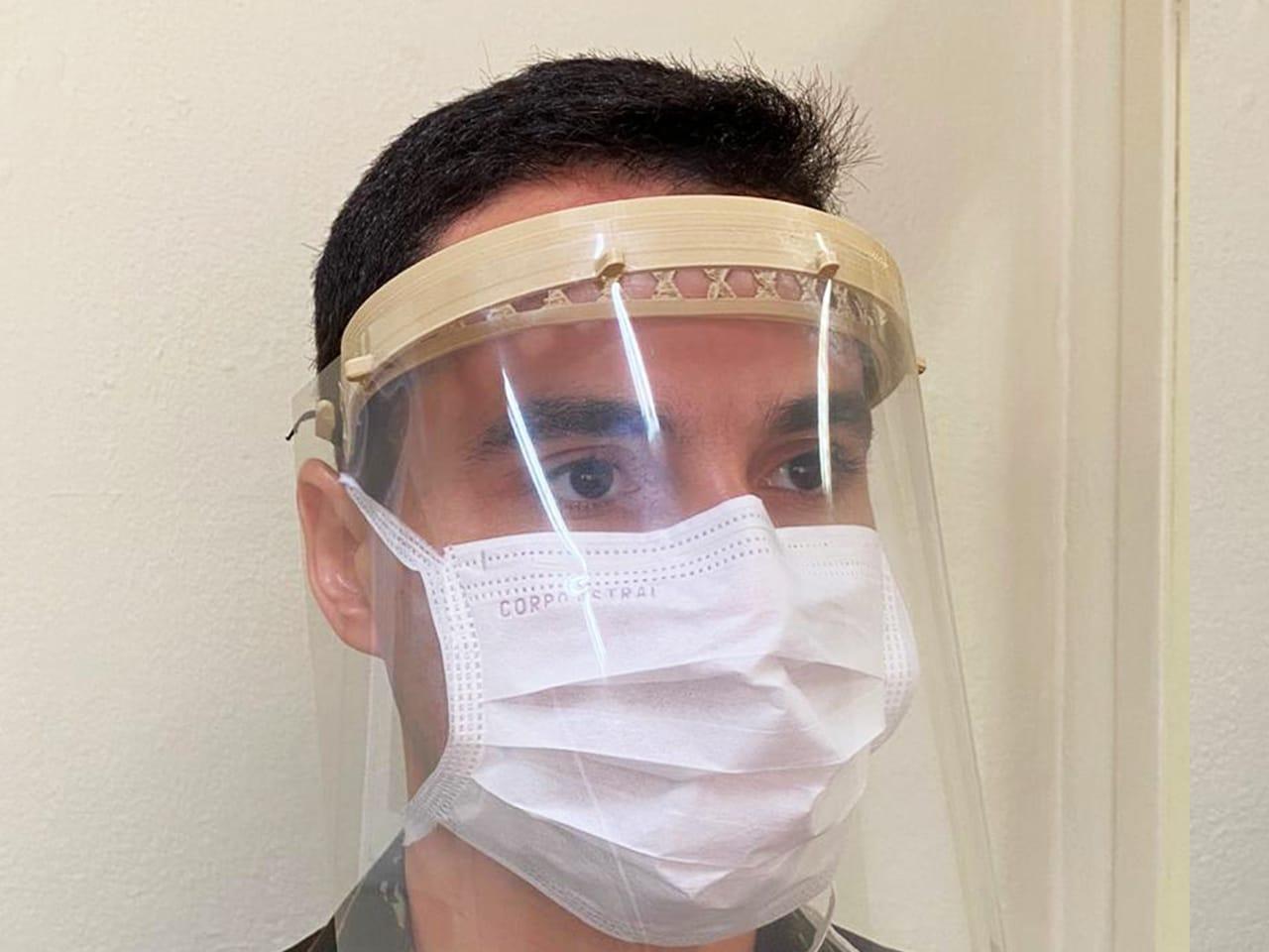Instituto Militar de Engenharia direciona produção de impressora 3D para confecção de máscaras