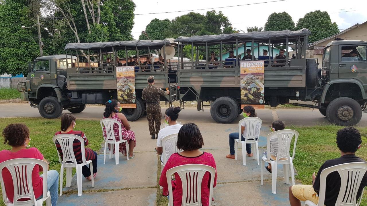 Militares amparam famílias com doação de mais de 6 toneladas de alimentos