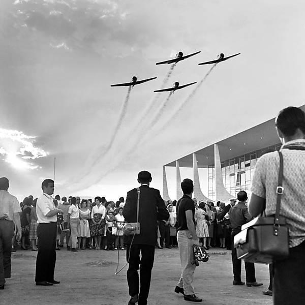 Força Aérea Brasileira faz homenagem aos 60 anos da cidade de Brasília (DF)