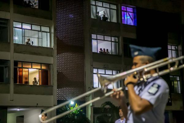 Bandas militares levam alegria e espalham esperança com música