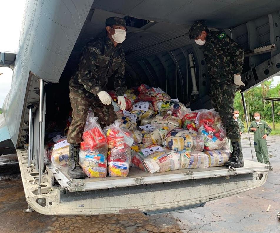 Comunidades indígenas recebem mais de 3 mil cestas básicas entregues pelas Forças Armadas