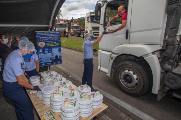 FAB monta estrutura para produção e distribuição de refeições para caminhoneiros