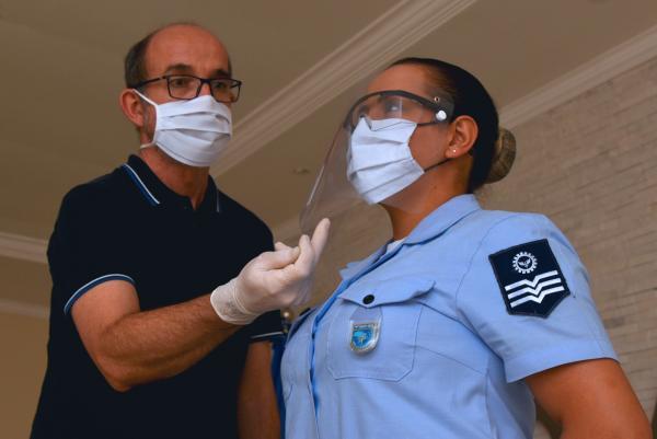 Grupamento de Apoio de Barbacena (MG) produz protetores faciais