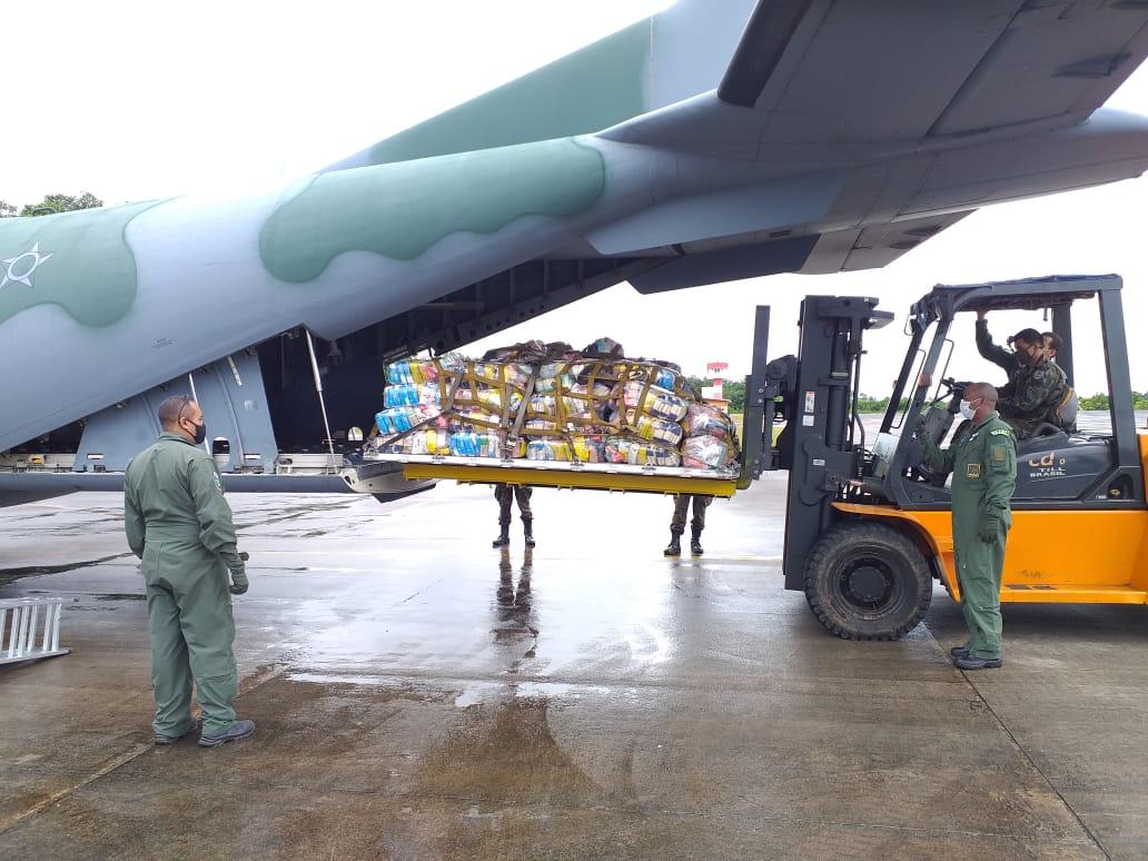Logística das Forças Armadas leva alimentos para área de fronteira no Amazonas