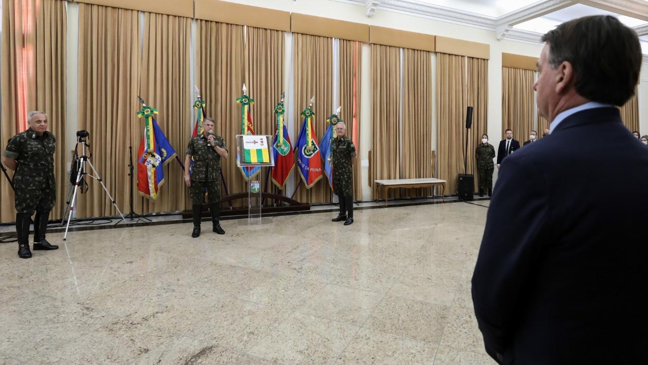 Ministro da Defesa acompanha Presidente durante passagem de Comando no Sul do País