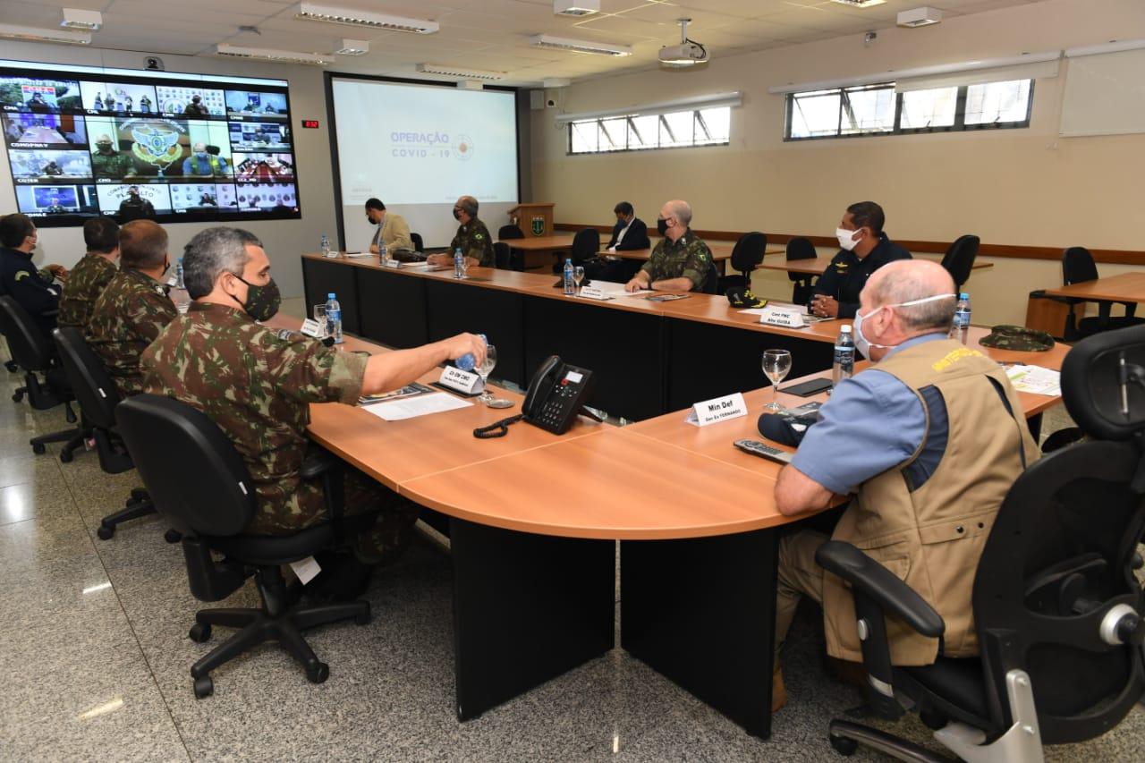 Ministro da Defesa acompanha ações de combate à Covid-19 e a delitos ambientais