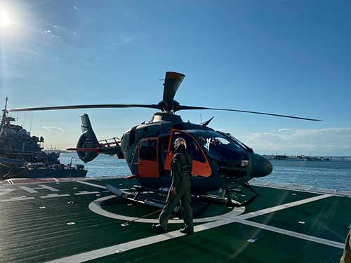 "Navio Polar ""Almirante Maximiano"" e Navio de Apoio Oceanográfico ""Ary Rongel"" realizam exercício com Aeronave UH-17"