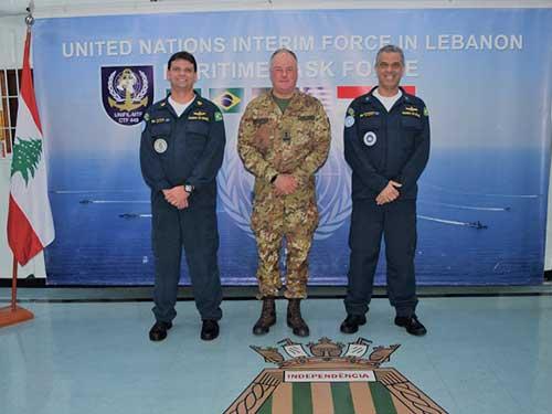 Navio Capitânia da FTM-UNIFIL realiza exercício de tiro com a presença do HoM & Force Commander da UNIFIL