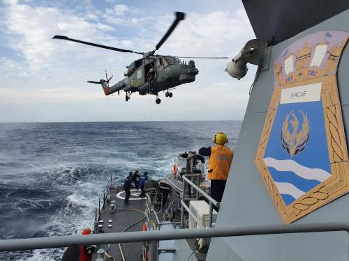 """Navio-Patrulha """"Macaé"""" realiza adestramento de Operações Aéreas e participa da """"Comissão Capixaba V"""""""