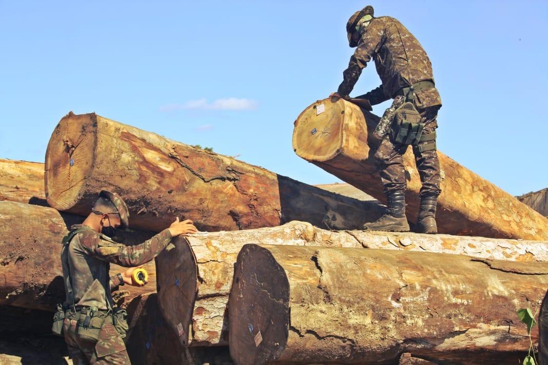 Agências de fiscalização chegam a bases avançadas apoiadas por militares