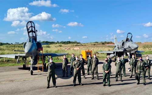 1° Esquadrão de Aviões de Interceptação e Ataque apoia Estágio Final do Curso de Ensaios em Voo da FAB