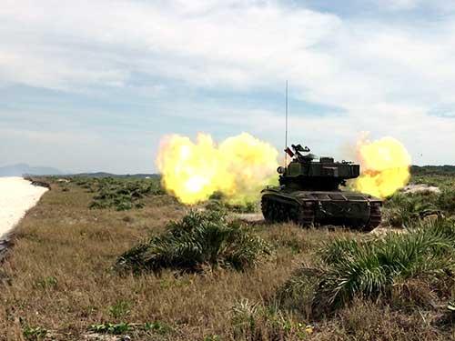 Batalhão de Blindados realiza adestramento de tiro real no Centro de Avaliações do Exército