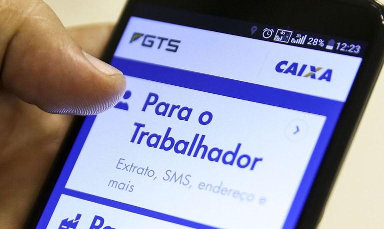 Bolsonaro assina MP que dispõe sobre a conta do tipo poupança social digital
