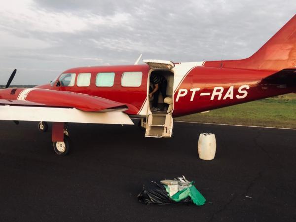 FAB intercepta avião com mais de 450 quilos de drogas