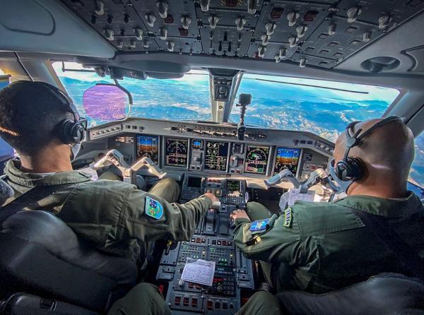 FAB realiza primeiro voo com nova tecnologia de procedimento para pouso