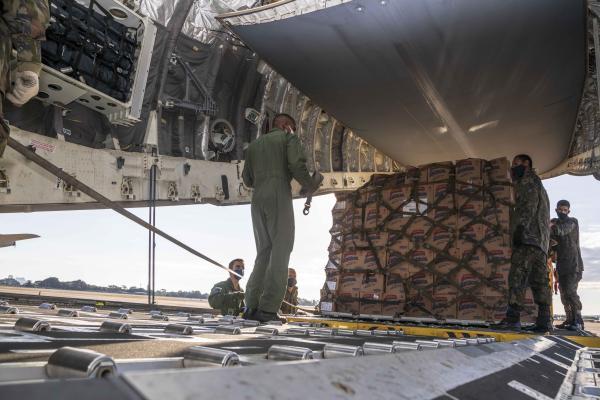 FAB transporta mais de 4 toneladas de insumos hospitalares para Boa Vista (RR)