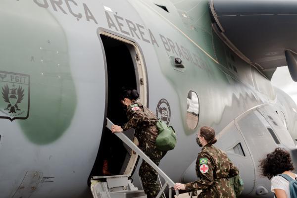 KC-390 da FAB transporta profissionais de saúde para Roraima
