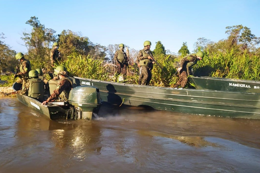 Militares apoiam policiais federais em desmonte de garimpo ilegal em Mato Grosso