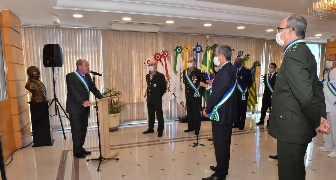 Militares das Três Forças são homenageados com Ordem do Mérito da Defesa