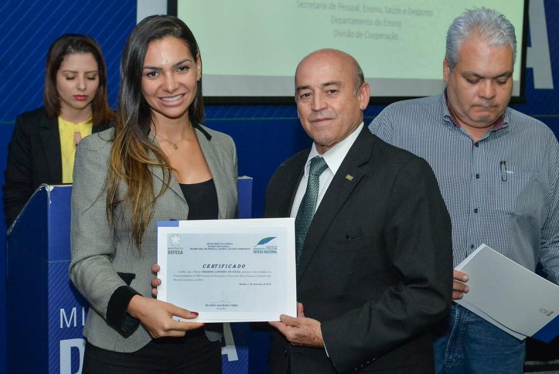 Ministério e CAPES promovem concurso de dissertações e teses sobre Defesa Nacional