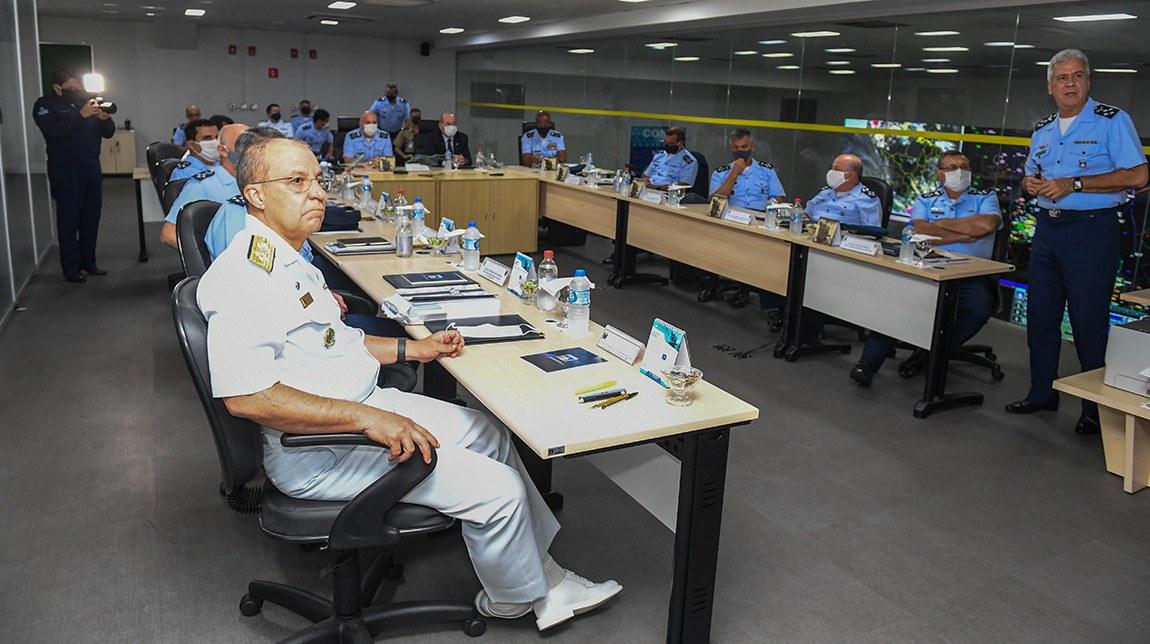 Ministro da Defesa acompanha atuação do Comando de Operações Aeroespaciais