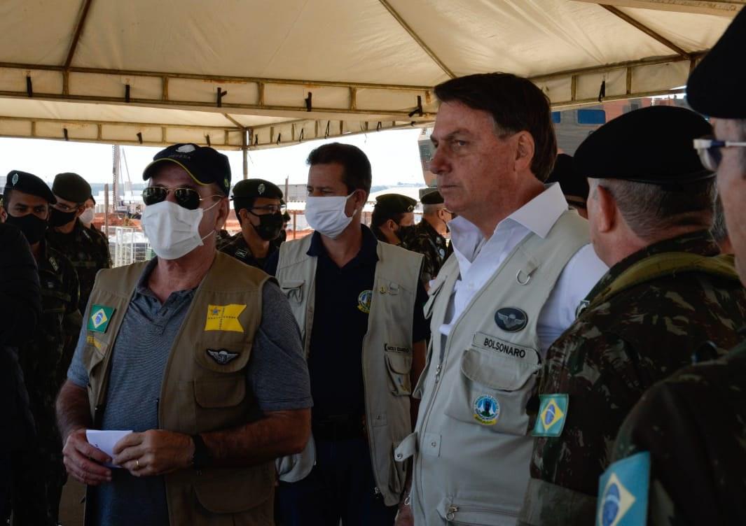 Ministro da Defesa acompanha Presidente da República em visita ao Comando de Artilharia do Exército