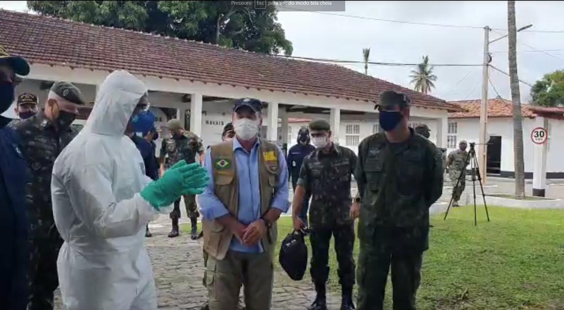 Ministro da Defesa acompanha distribuição de kits de alimentos na capital potiguar