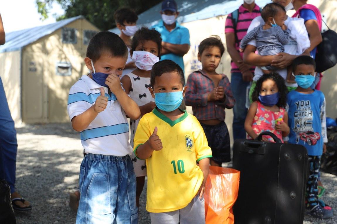 Refugiados venezuelanos recebem atendimento humanitário no Brasil