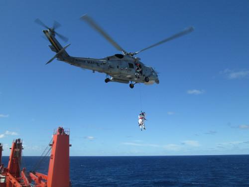 1° Esquadrão de Helicópteros Atissubmarino realiza evacuação aeromédica a 150 milhas da costa