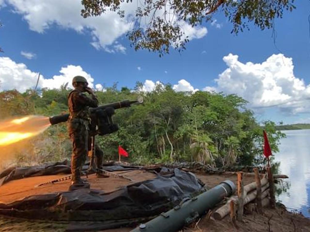 12º Grupo de Artilharia Antiaérea de Selva executa primeiro tiro do míssil RBS-70 na Amazônia
