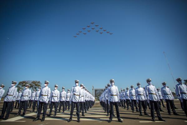 Academia da Força Aérea realiza solenidade de entrega de espadins a 199 cadetes