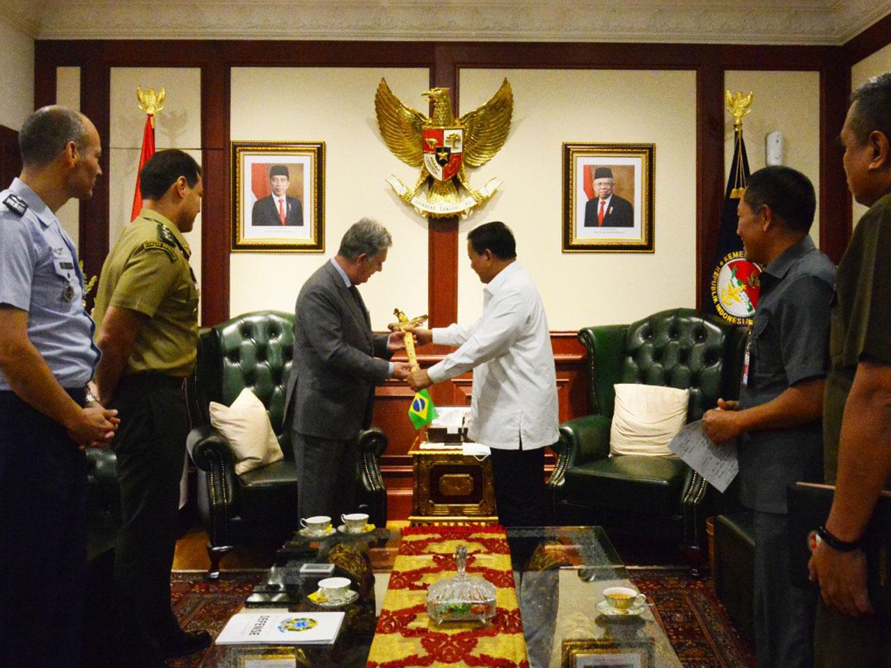 Brasil e Indonésia estudam ações para incremento das relações na área da Defesa