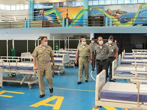 Centro de Educação Física Almirante Adalberto Nunes recebe visita do Comandante da Marinha