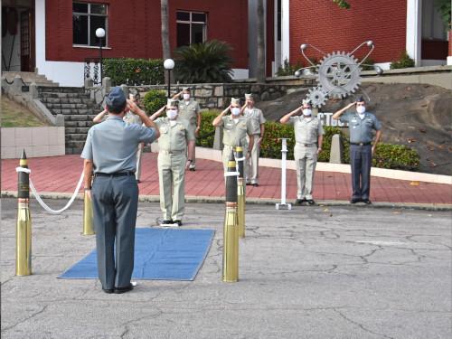 Centro Tecnológico do Corpo de Fuzileiros Navais recebe visita do Comandante da Marinha