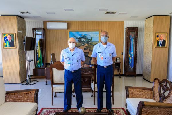 Comandante da Aeronáutica recebe o Chefe do EMCFA