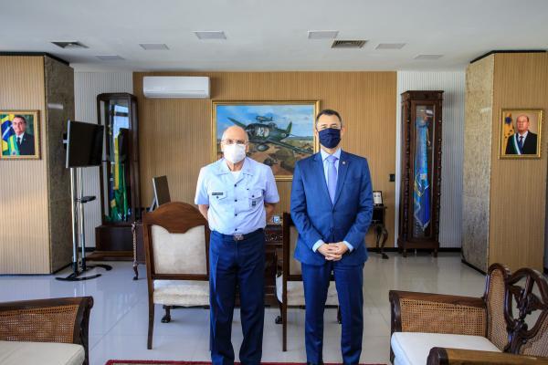 Comandante da Aeronáutica recebe Procurador-Geral de Justiça Militar
