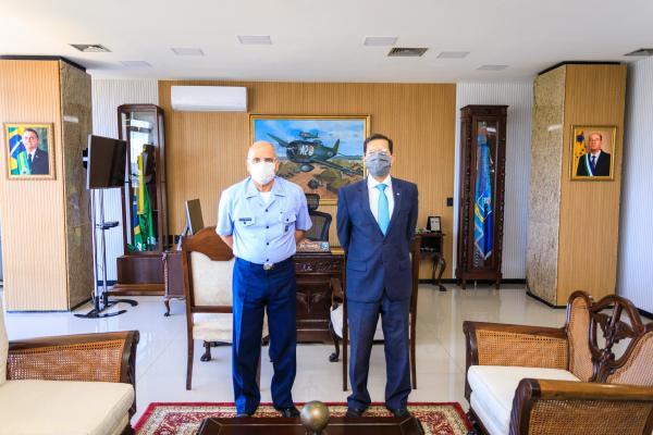 Comandante da Aeronáutica recebe visita do Advogado-Geral da União
