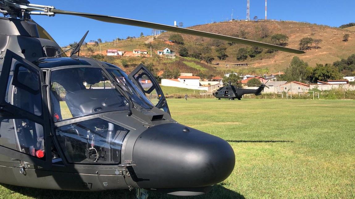 Defesa emprega helicópteros e C-130 Hércules em apoio a combate a incêndio na Serra da Mantiqueira