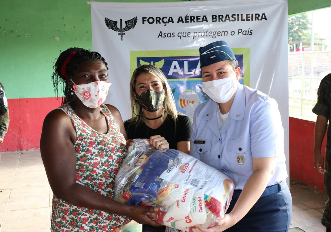 Distribuição de cestas básicas é essencial no apoio à população