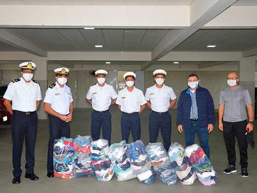 Escola de Aprendizes-Marinheiros de Santa Catarina realiza doação de agasalhos a imigrantes