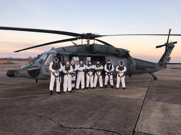 Esquadrão Pantera realiza resgate de paciente em navio