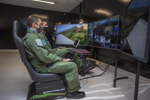 FAB inaugura novo sistema de simulador de voo para instrução dos Cadetes Aviadores