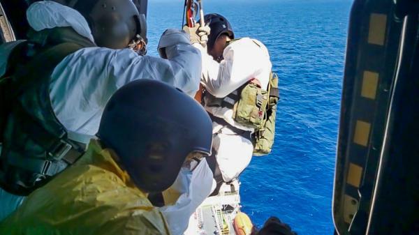 FAB realiza resgate de enfermo em navio estrangeiro na costa brasileira
