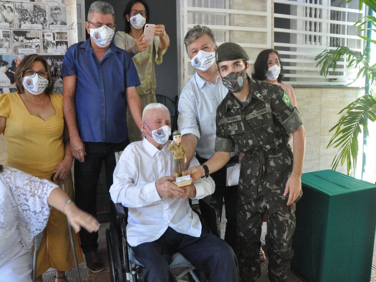 No Ceará, ex-combatente da Força Expedicionária Brasileira celebra um século de vida e ganha homenagem