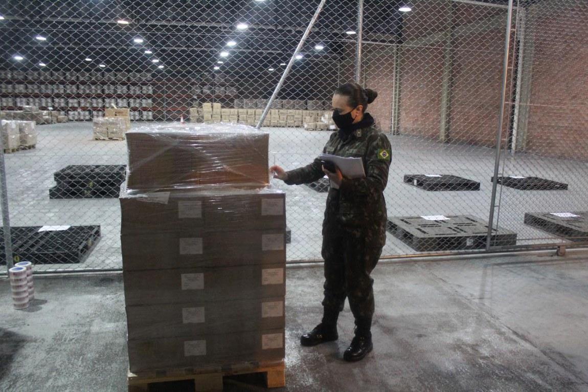 Logística de guerra: Forças Armadas transportam e entregam 55 mil medicamentos adquiridos no Uruguai para atendimento nos hospitais da Região Sul