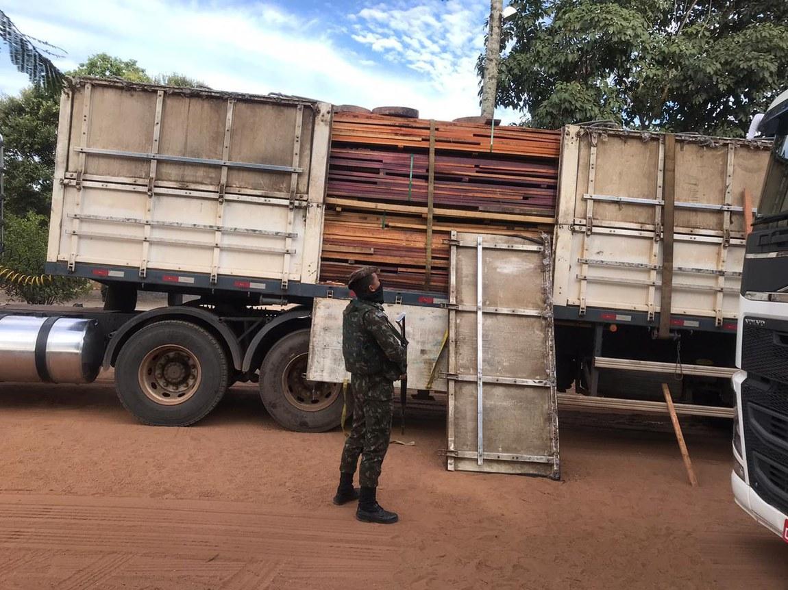 Militares inspecionam embarcações e viaturas na Amazônia Legal