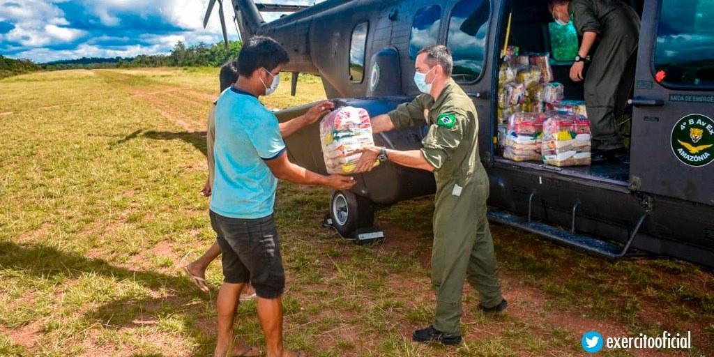 Militares prestam auxílio humanitário à população indígena