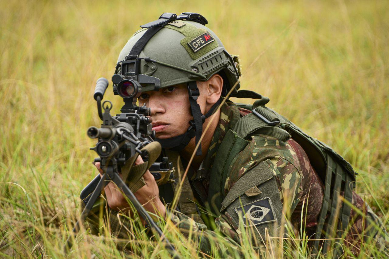 Militares se preparam para Operação Culminating com execução de tiro real em progressão