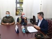 Ministro da Defesa acompanha atendimento aos brasileiros