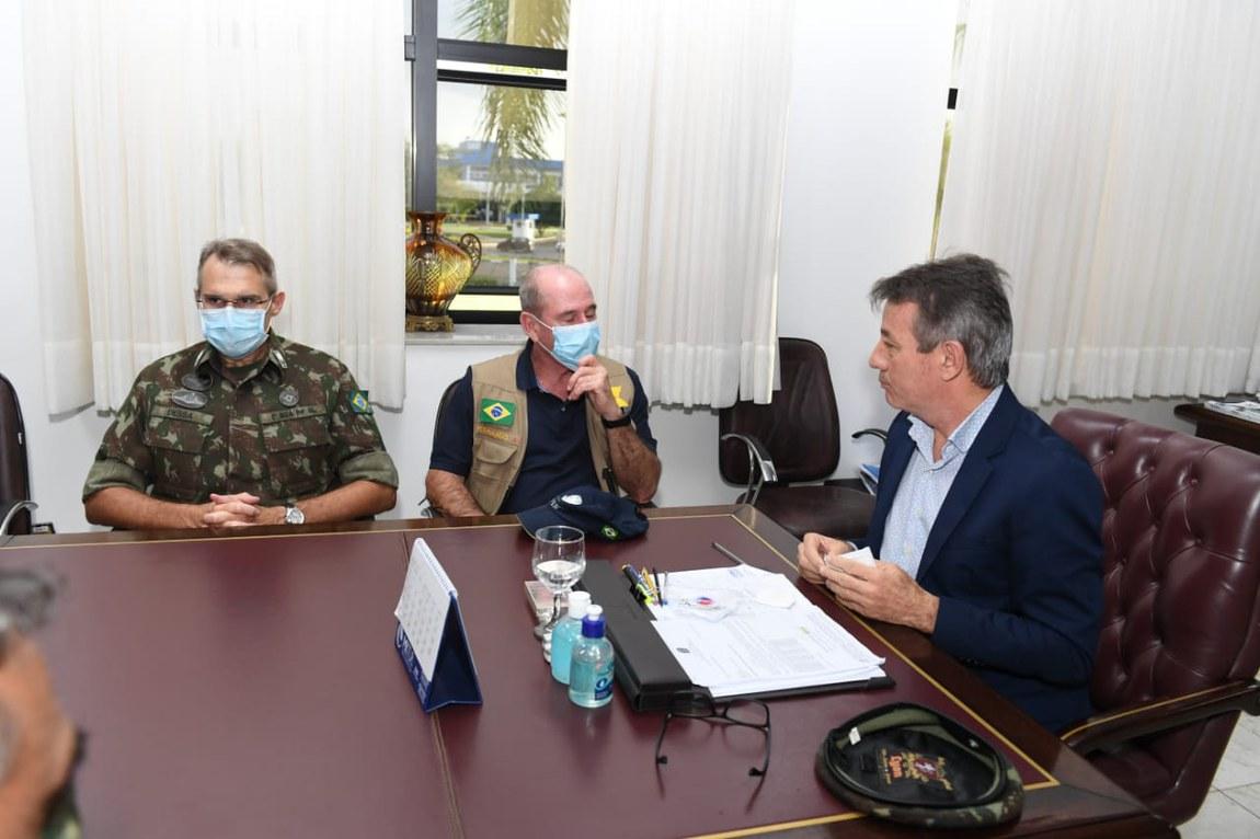 Ministro da Defesa acompanha atendimento aos brasileiros no extremo norte do País
